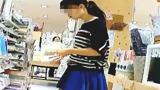 【盗撮動画】ボーダー柄の洋服にボーダー柄のパンティ合わせて来たハイセンスなポニテ少女♪
