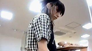 【盗撮動画】ベーカリーショップで働く可愛い店員さんの焼きたてで美味しそうなパンチラ♪