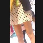 【盗撮動画】モデルの洋服探してるんですけど(←ウソ)店員さんのパンチラが見たい!(←ホンネ)♪