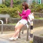 【盗撮動画】ある意味一緒にいるのが恥ずかしい?超極短ミニスカなエロリスト女子を追跡♪