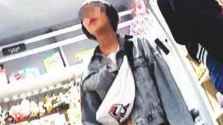 【盗撮動画】推定S6か?ハ〇ズでお買い物中の女の子のアウロリおパンツを真下から拝見♪