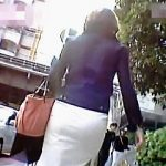 【盗撮動画】堪らんケツしたお姉さんたちに街中で声を掛けてムンムンするパンチラ逆さ撮り♪