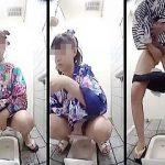 【盗撮動画】目が忙しいw花火大会会場の女子トイレにやって来た浴衣ギャルたちのマルチ放尿♪