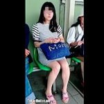 【盗撮動画】駅のホームのベンチで生脚お姉さんをじっくり撮ってから本丸のパンチラ拝み撮り♪