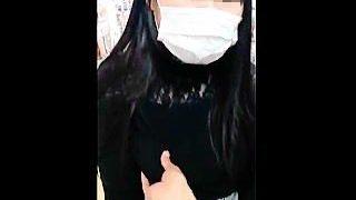 【盗撮動画】パンチラ撮られスカート捲られてから何故か乳揉みを許可してるマスク姿の女の子♪