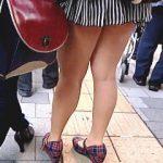 【盗撮動画】お母さんとの買い物なのにパンチラしまくりな極短ミニスカ穿いてきたムチムチ娘♪