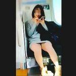 【盗撮動画】電車でパンチラ見せるのは良くて撮るのはダメなんですか?とは言えず隠し撮り♪