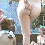【盗撮動画】その気になればいつでも覗ける露天風呂!ダメ押しで女撮り師を潜伏させて接近撮り♪