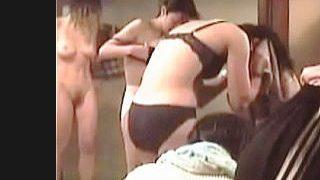 【盗撮動画】親が経営する銭湯の女湯脱衣所に隠しカメラ仕込んでオカズにしてるバカ息子♪