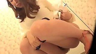 【盗撮動画】女の子のトイレ盗撮成功!あれ?またしゃがんで・・・ってオナニー始めやがった♪