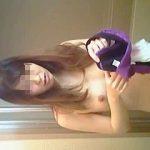 【盗撮動画】本人知ったら赤面必至!羞恥の全裸を隠し撮られたシャワータイム前の生理中女子♪