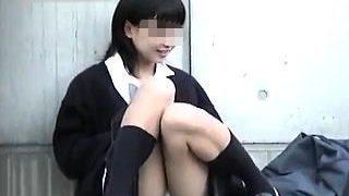 【盗撮動画】このレベルはめったにお目にかかれない!激カワ女子校生の悩殺野外パンチラ♪