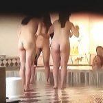 【盗撮動画】年一で見頃ヤリ頃を迎えた女子大生たちの全裸が拝み倒せる合宿施設の女風呂♪