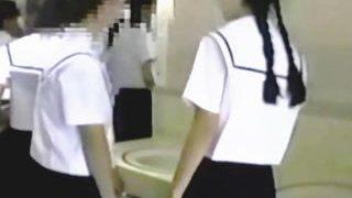 【盗撮動画】脳を揺らす新感覚!うら若き制服乙女たちの気絶するほど生々しい放尿音♪