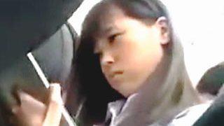 【盗撮動画】キモイおっさんにガチの痴漢されて潮吹かされて手コキさせられた清純派女子校生♪