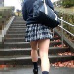 【盗撮動画】プリップリのプリケツを包み込むボーダーパンティを晒された帰宅途中の女子校生♪