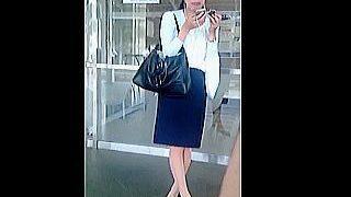 【盗撮動画】駅のホームでおにぎり食べてるご多忙お姉さんのパンスト越しの蒸れパンティ♪