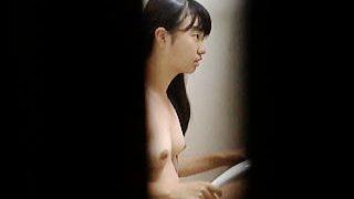 【盗撮動画】お風呂場の鏡で映えポーズの練習してる現役のKっぽい黒髪少女のシャワータイム♪
