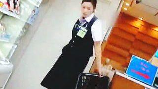 【盗撮動画】空港内のショップで働く女性店員さんの麗しきパンスト越しのセクシーパンティ♪
