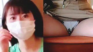 【盗撮動画】カフェのテーブル裏に仕込まれた隠しカメラで開脚パンチラを撮られ続けた女の子♪
