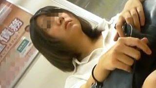 【盗撮動画】駅で見かけた健康的でオジ様ウケしそうな夏服女子校生のナチュラルガチパンチラ♪
