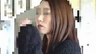 【盗撮動画】やはりカラダは正直ですなw痴漢の容赦ない手マンで陰部を恥液で濡らすTバック女子♪