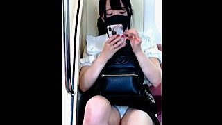【盗撮動画】降りる駅は過ぎたけどタゲの黒マスク女子が降りないので延々とパンチラ撮りしたオレ♪