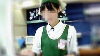 【盗撮動画】本人が知らないことを祈るばかり!洋菓子店の店員さんに逆さ撮りアタックした鬼畜♪