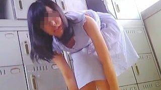 【盗撮動画】お店に行っても声掛けNGで!店の更衣室で着替え姿を撮られたうら若きバイト娘たち♪